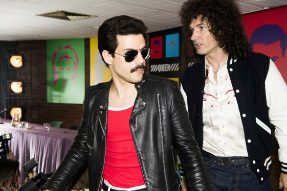 Rami Malek (Freddie Mercury) si Gwilym Lee (Brian May) in BOHEMIAN RHAPSODY.