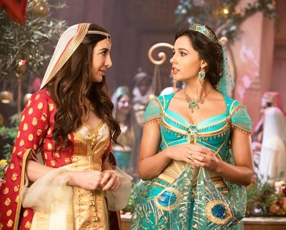 Nasim Pedrad este Dalia, prietena Prințesei Jasmine interpretată de Naomi Scott.