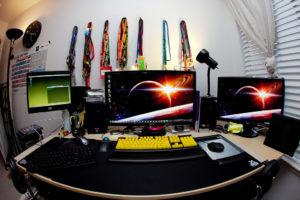 computer sets on desk