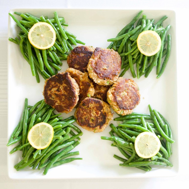 Salmon Cakes with Saucy Mama Vinagrette Green Bean