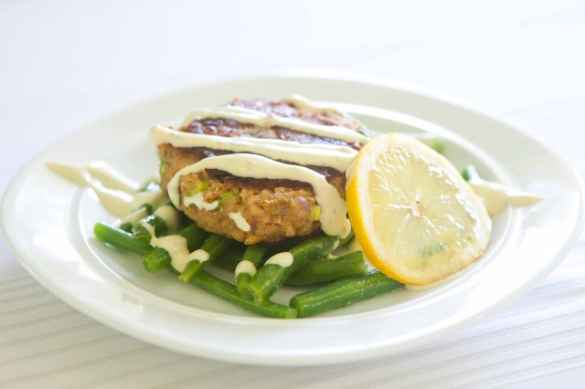 salmon cake with green beans