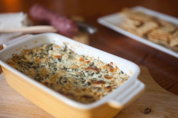 baked basil cheese dip with crackers
