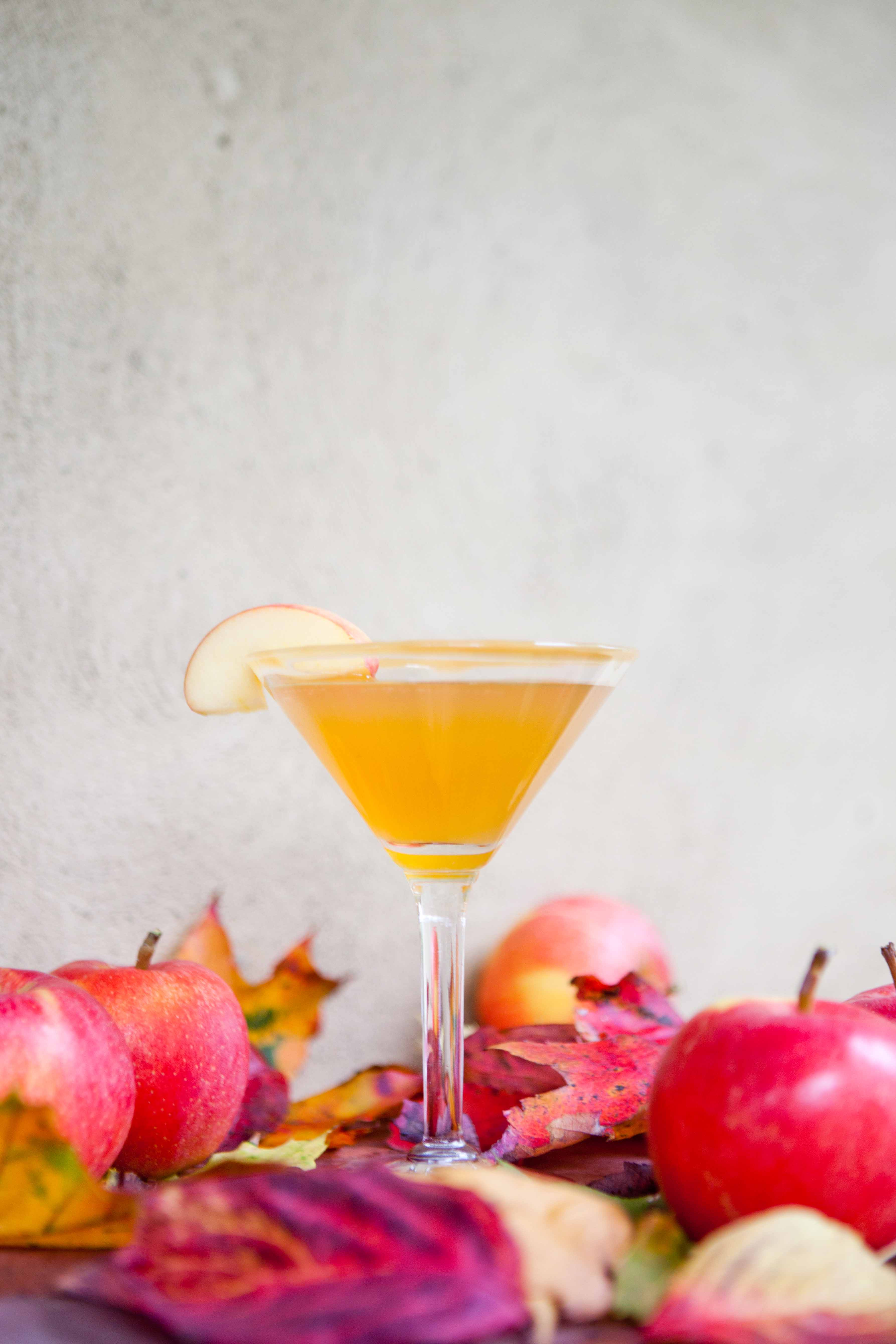 how to make an apple martini with apple pucker