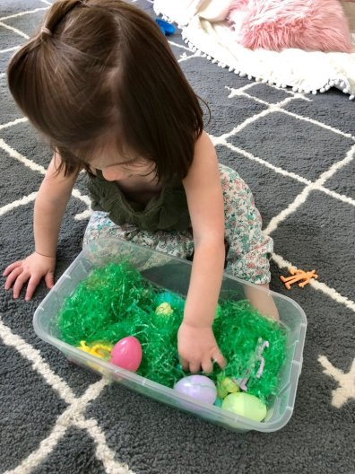 Try this simple Easter egg sensory bin activity with your baby or toddler. Easy to set up & use household items. Improve fine motor skills & language
