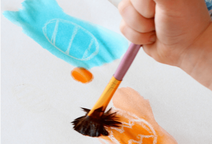 Easter is the perfect opportunity to prepare activities for your toddler. Here are the best toddler Easter activities on the internet. They focus on sensory, fine motor skills, gross motor skills, and language for your toddler's development.