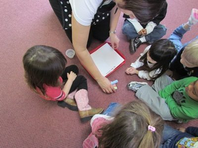 Explaining the creative art process during circle time to preschoolers