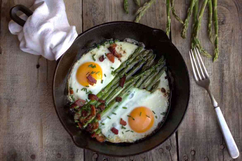 low-carb-breakfast-asparagus-teachworkoutlove.com