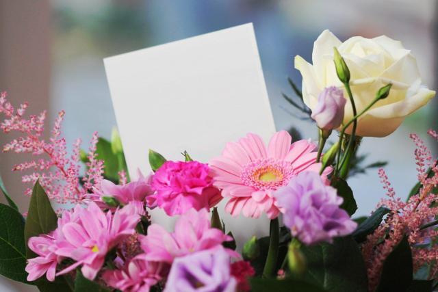 bouquet-of-flowers-gift-Raksha-Bandhan