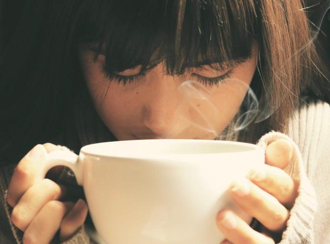 working-mom-drinking-coffee