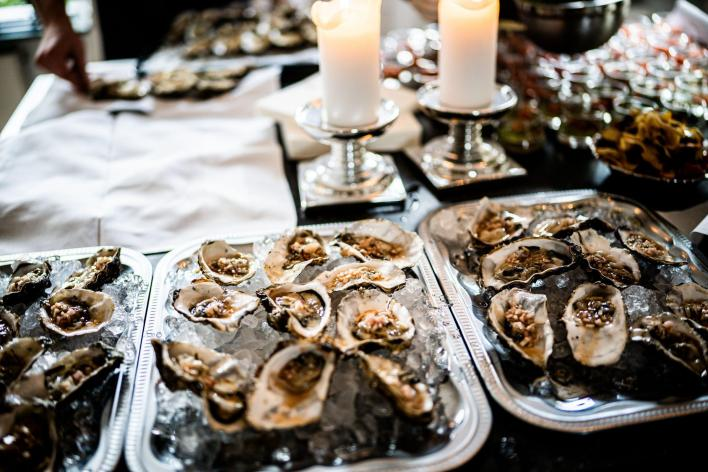 tray-of-oysters-on-table-christmas-eating