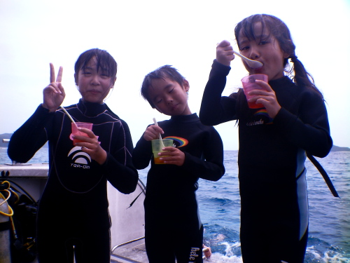 沖縄ダイビングツアーの様子