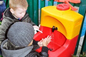 Teaching children to wash hands because of shigellosis