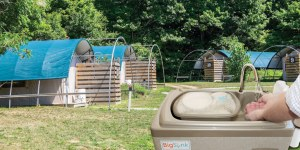 Mobile hand washing sinks for camping