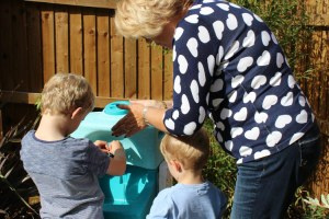 Teaching preschool children to wash hands properly with mobile sink