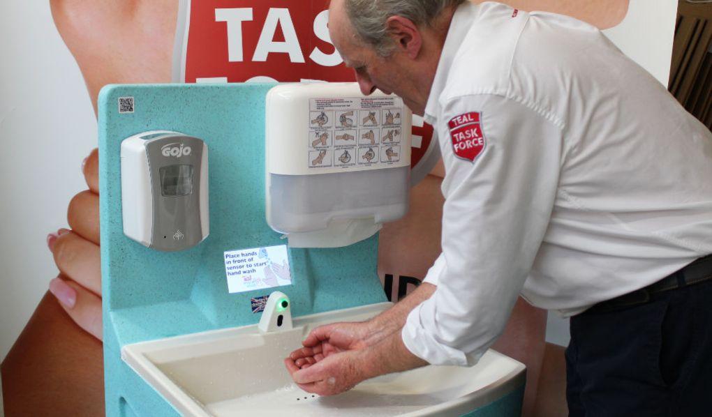 Washing with a MediWash portable sink