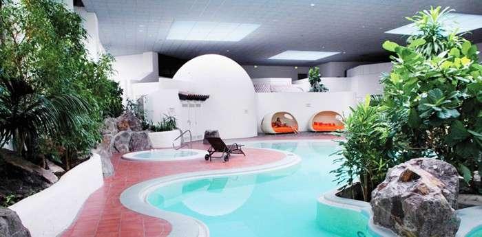 Das Hotel verfügt auch über einen vielseitigen Spa-Bereich, inklusive Indoorpool