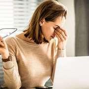 Augenschäden am Arbeitsplatz durch Computer Bildschirme