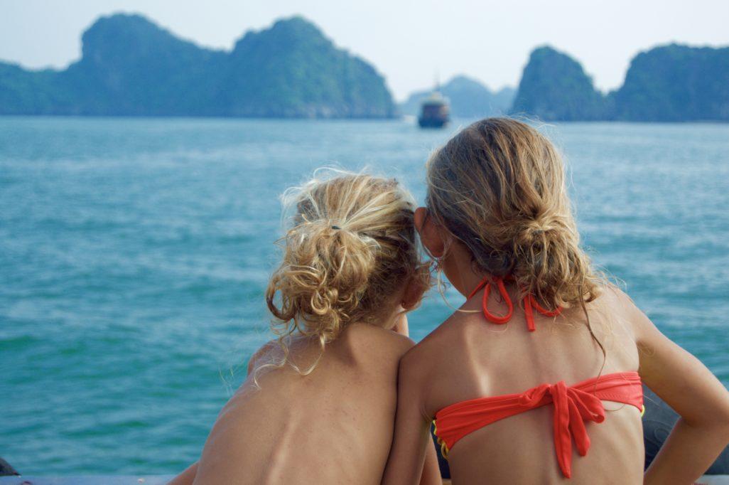 Lou et Ella Journée Bateau dans la baie de Lan Ha