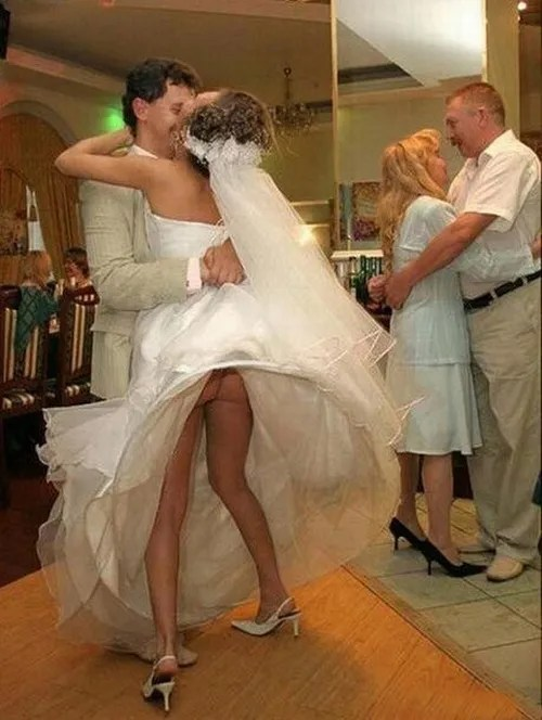 Going Commando, Bad Wedding Photos, wedding photography, worst wedding pictures, wedding disasters, wedding announcements, engagement announcements, awful wedding pictures, horrible, stupidity, ugly wedding dresses bridesmaid dresses
