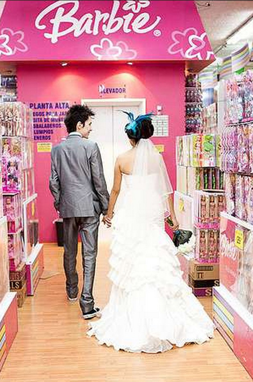 Barbie Wedding, Bride in Barbie Store, Funny Wedding Pictures, bad wedding photography, stupid, awful, worst, wedding dresses