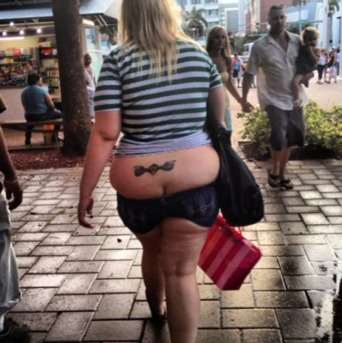 tramp stamp fashion fail people of walmart worst family photos, bad family photos, funny pictures, bad family pictures, awkward family photos, stupid people, horrible fail