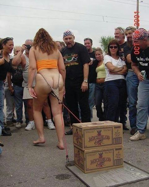 Beer pulling contest, woman pulling competition cases of beer Family Portraits Bad Family Photos Ellen worst family pics funny pictures awkward family photos wtf ugly people stupid people crazy weird