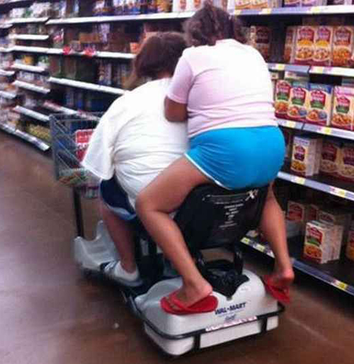 Riding on back of Rascal in Grocery Store Bad Family Portraits, Bad Family Photos, Ellen, funny family photos, worst family pics, funny pictures, awkward family photos, wtf, ugly people, stupid people, crazy people, people of walmart