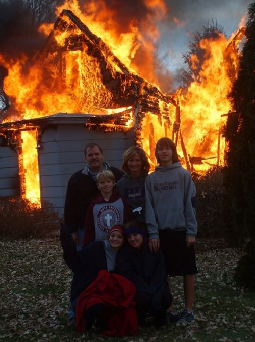 Family Portrait posing in front of burning house Bad Family Portraits, Bad Family Photos, Ellen, funny family photos, worst family pics, funny pictures, awkward family photos, wtf, ugly people, stupid people, crazy people, people of walmart