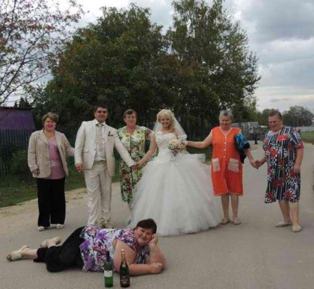 Gotta Love a Russsian Wedding – 14 Awkward, Funny Wedding Photos