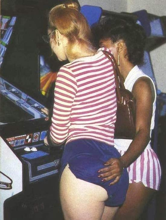 vintage video game girls ~ 15 Awkwardly Funny Family Photos