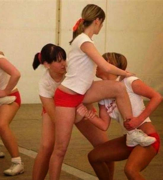 Cheerleaders Liftt Hand Stuck in Hoo Ha ~ 16 Funny Family Photos