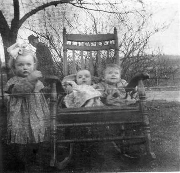 Kids in Rocking Chair ~ 25 Creepy Photos