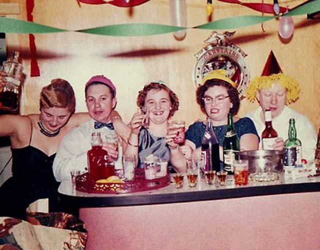 Vintage Happy New Years ~ 27 Funny & Creepy Family Christmas Photos