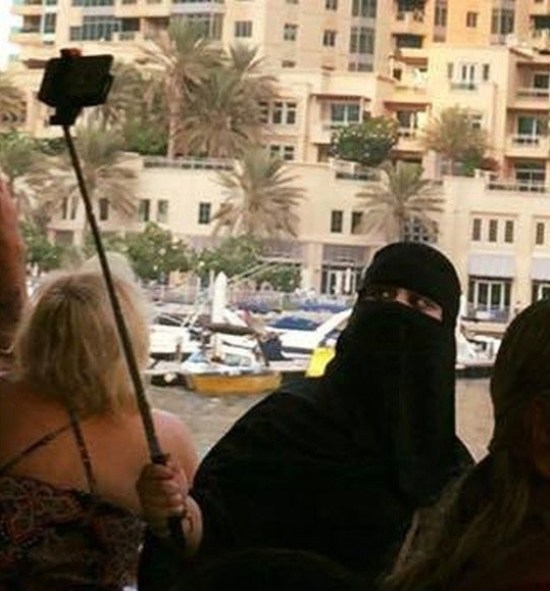 Funny Awkward Family Photos: woman in burka taking selfie