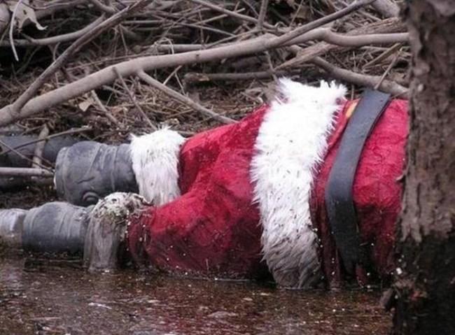 Funny Christmas pics, dead santa in creek