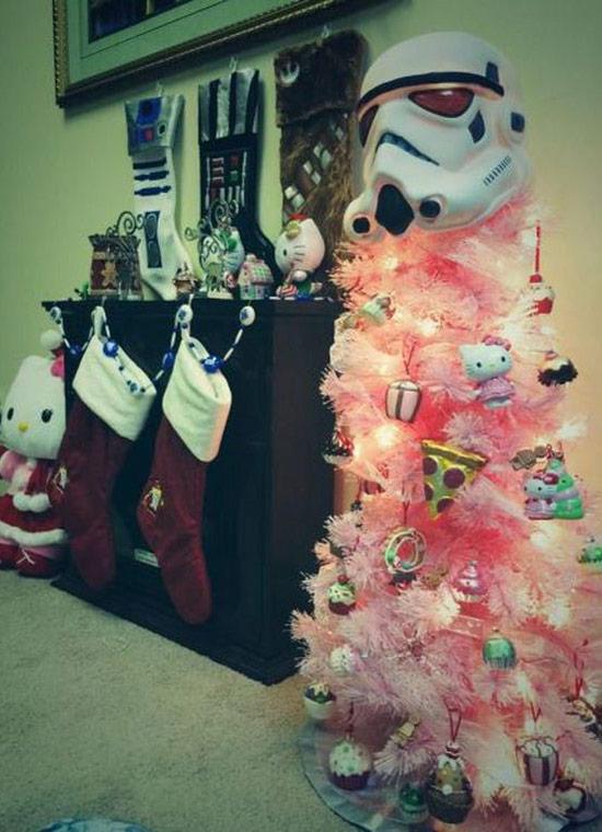 Funny Christmas Pics ~ Storm Trooper helmet on top of Christmas tree