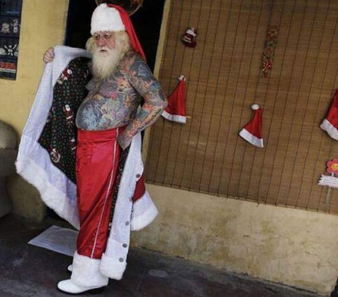Funny Christmas Pics ~ Tattooed Santa