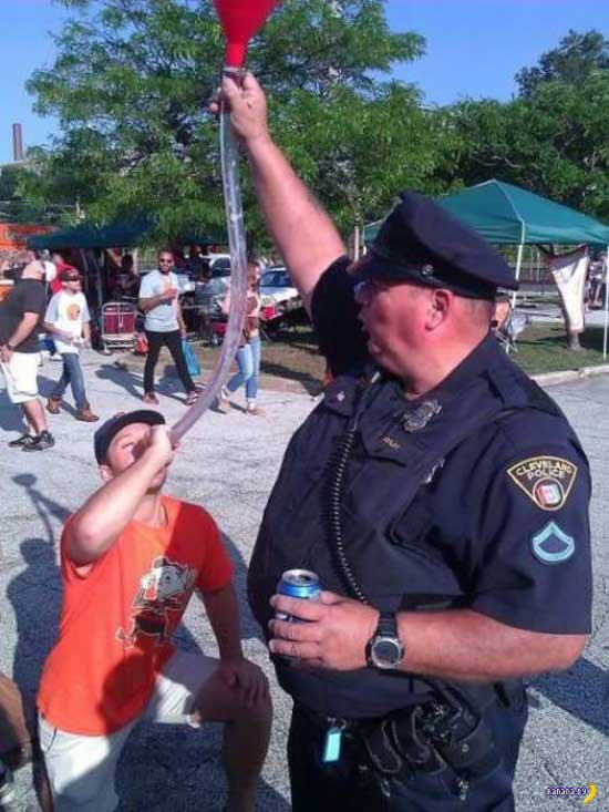 Funny Awkward Family Photos: Cleveland cop helping with beer bong