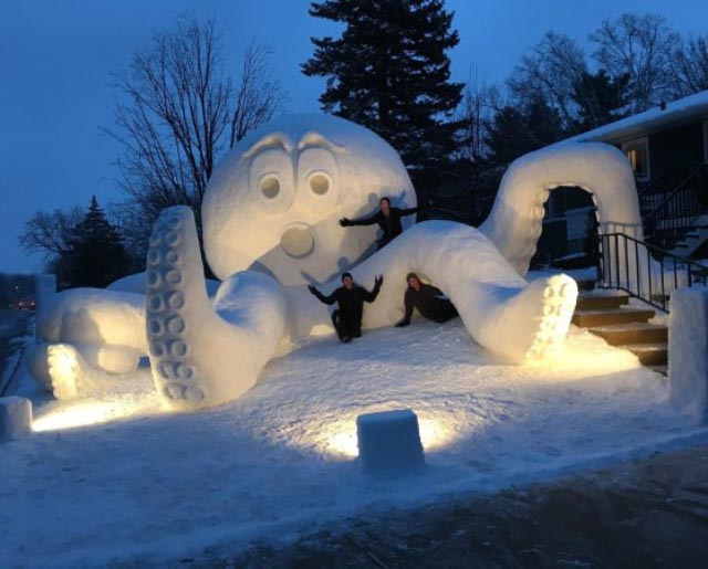 Funny Pictures: Giant octopus snow sculpture