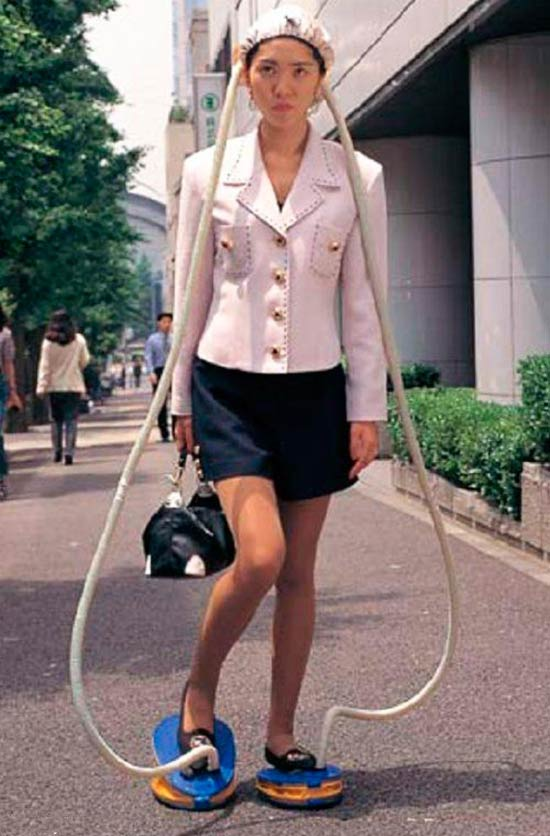 Funny pics~ Japanese woman foot powered head air conditioning