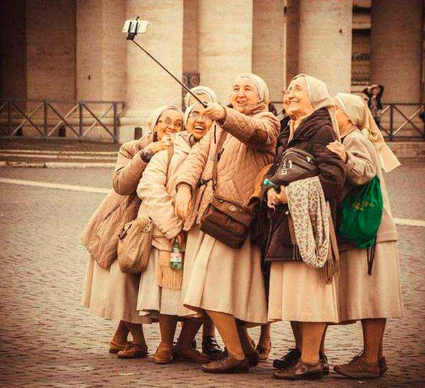 33 Funny Pics~ old woman selfie