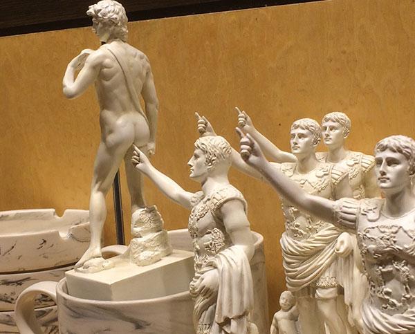 Funny Statues, finger butt