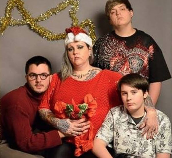 41 Funny Christmas Photos ~Awkward family Christmas card