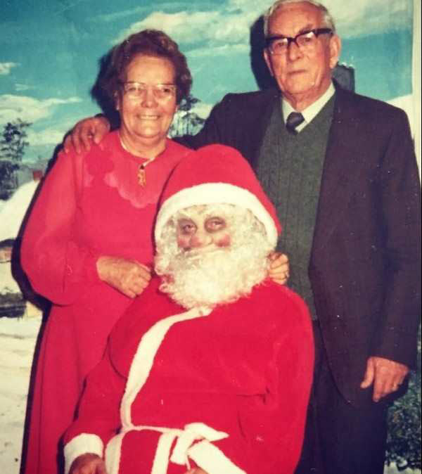 41 Funny Christmas Photos ~ Creepy Santa's lap old couple