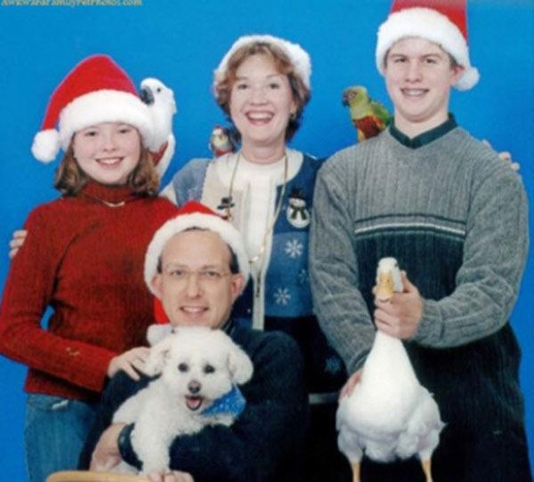 41 Funny Christmas Photos ~ family Christmas card with duck and dog