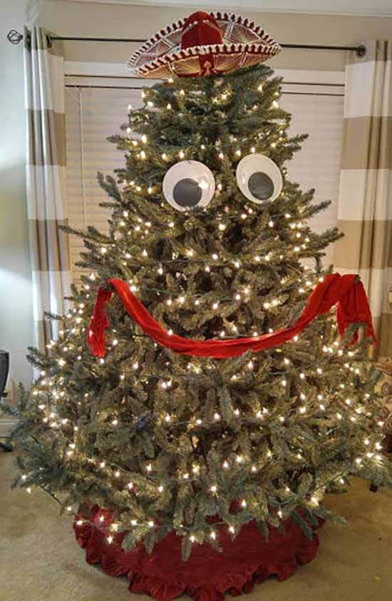 41 Funny Christmas Photos ~ Christmas tree with google eyes