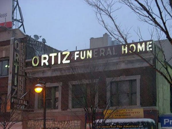 25 Funny Sign Fails ~ burned out lights, fritz funeral home