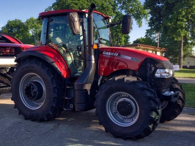 photo of the 120U Farmall Tractor