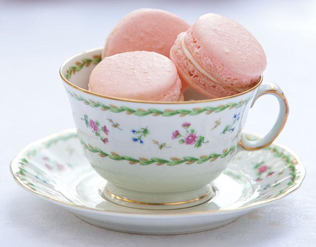 Strawberries-and-Cream-Macarons
