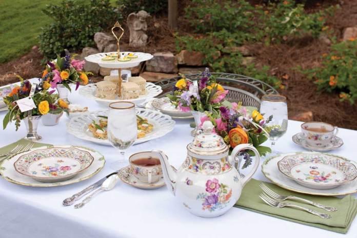 Outdoor Spring Tablescape